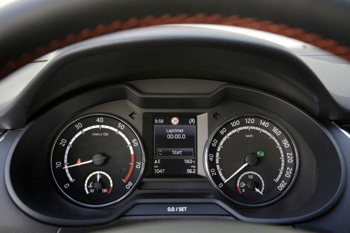 Skoda Octavia Combi RS панель приборов