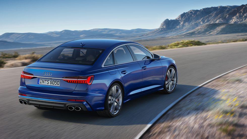 Audi S6 сзади