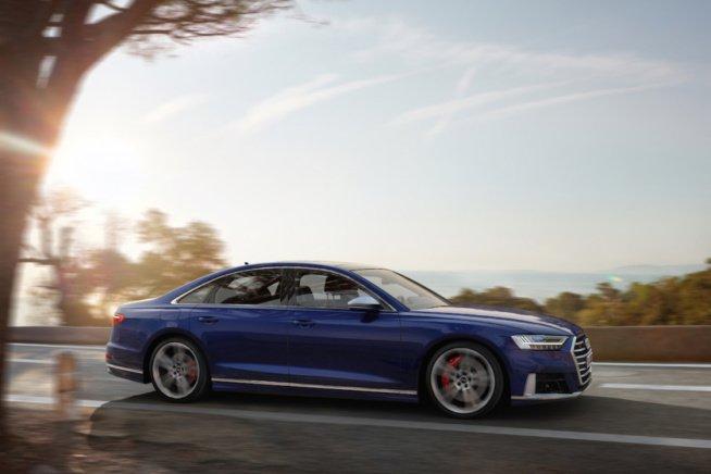 Новый большой седан Audi S8 2020 года
