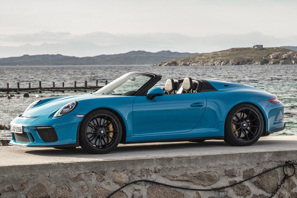 Необычные модели Porsche Speedster на ретро-автосалоне 2019 года